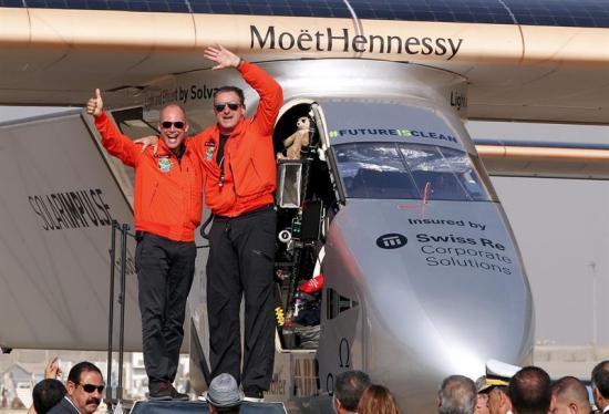 El avión Solar Impulse II aterriza en El Cairo en su última escala