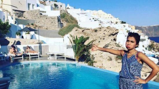 Las 'tristes' fotos de una mujer que fue a su 'Luna de Miel' sin su esposo