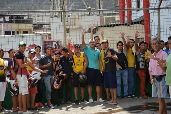 Cientos de hinchas acuden a comprar las entradas para Delfín - Barcelona
