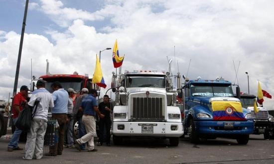Colombia importa gasolina de Ecuador para evitar carestía por paro camionero