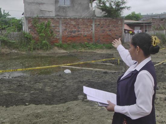 Desacople de tuberías inunda dos terrenos
