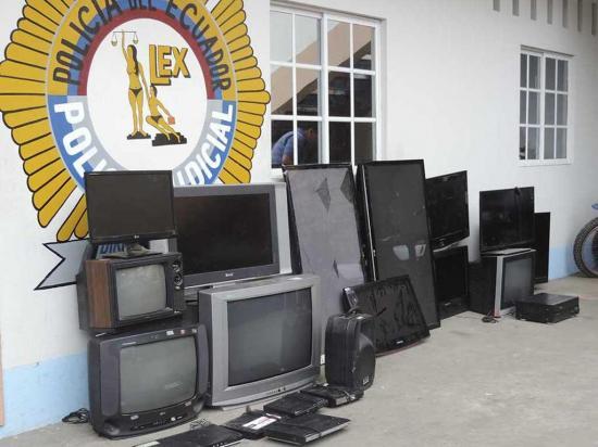 En operativo decomisan celulares, computadoras y electrodomésticos