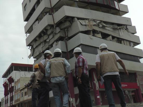 La implosión derriba un edificio en sólo 3 segundos