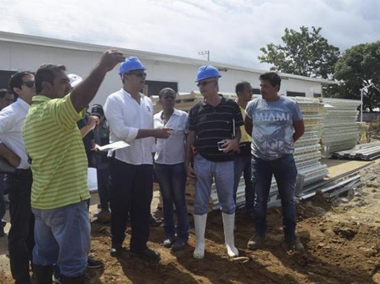 Retiran a mil familias y a entidades públicas de la isla de Muisne