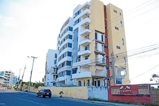 Varias edificaciones de Manta se demolerán con explosivos