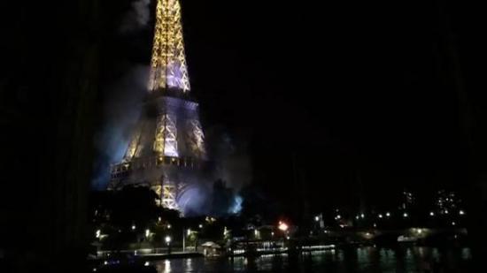 Alarma en París por un incendio en la Torre Eiffel