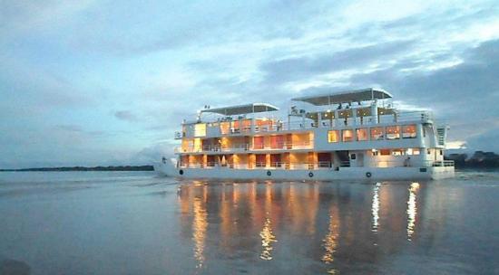 Asaltan crucero de lujo en el río Amazonas y roban 20.000 dólares a pasajeros