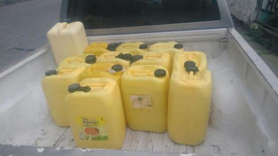 Decomisan 240 litros de licor artesanal en Santo Domingo