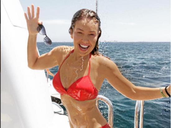 A sus 44 años Thalía seduce por su esbelta figura y gran energía