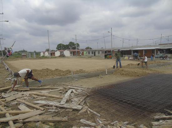 Construyen área  comunal en  San Roque