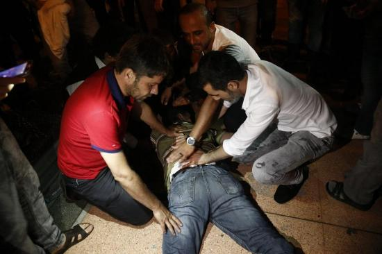 Al menos 6 civiles muertos y 100 heridos durante revuelta militar en Estambul