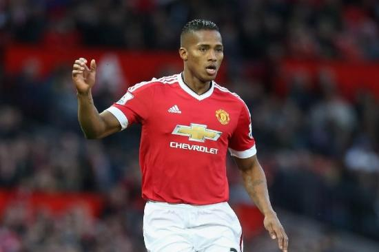 Valencia jugó como capitán del Manchester