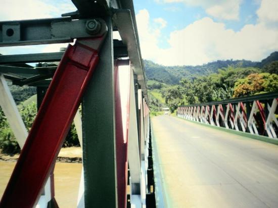 Agradecen por trabajos en el puente que une Chirijos con Alhajuela