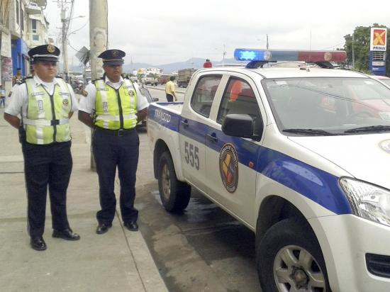 Oficiales de la ANT vigilan las vías de la zona norte de la provincia