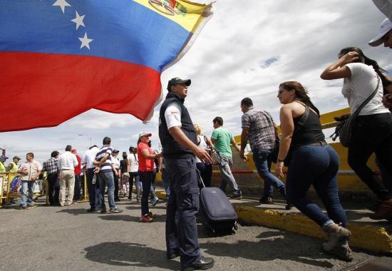 Venezuela abre la frontera con Colombia un día antes de lo anunciado