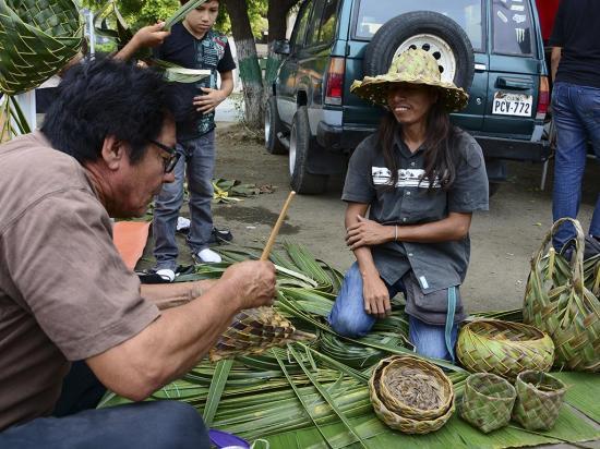 Campesinos buscan con feria tener mercados fijos en las ciudades