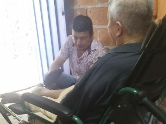 Entregan 70 ayudas técnicas en cantones Bolívar y Junín