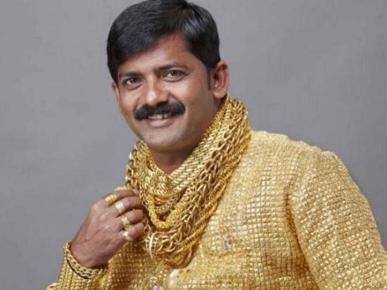 Matan a dueño de la camisa de oro