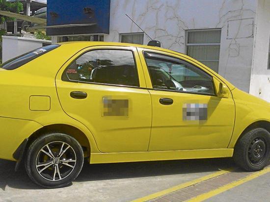 Bloqueo impide el robo de un taxi en  barrio Abdón Calderón