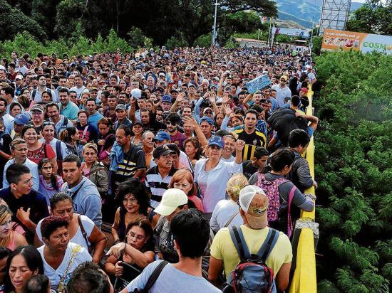 Cruzan más de 75 mil venezolanos