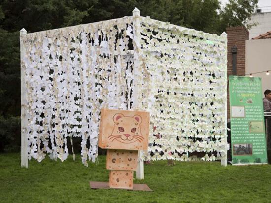 Elaboran la cadena de animales de papel más larga del mundo