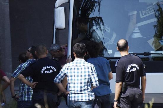 Turquía ha detenido ya a 7.500 personas tras el golpe del pasado viernes