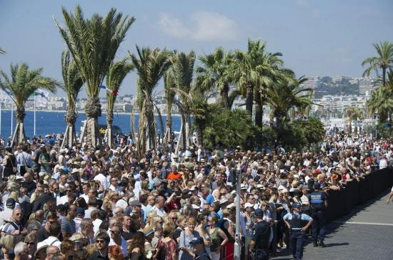 Francia guarda un minuto de silencio por fallecidos en Niza