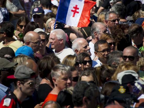 Con minuto de silencio honran a víctimas en Niza