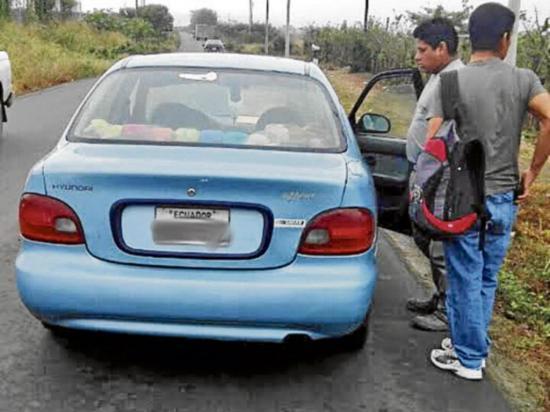 Retienen vehículos en las vía Metropolitana en Montecristi