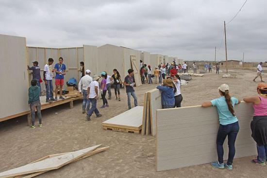 Donan 100 casas para damnificados