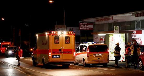 Mujer que fue herida con un machete por el agresor del tren está grave