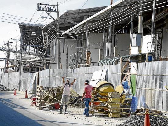 600 afectados ya reparan sus casas en Manta