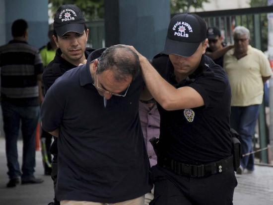 Casi 50 mil despidos de funcionarios tras golpe de estado fallido