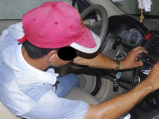 Ladrones lo interceptan y se le llevan su vehículo
