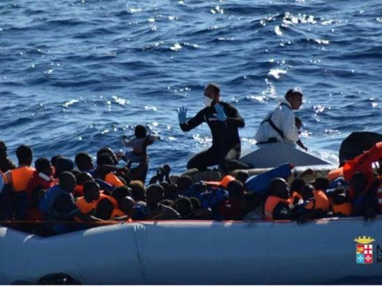 Rescatan 3.200 inmigrantes