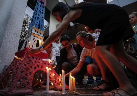 15 heridos del atentado de Niza siguen en estado crítico, dice Hollande
