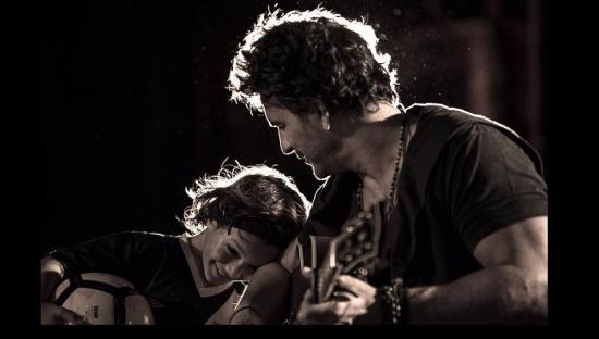 Ricardo Arjona y su hijo Nicolás conmueven con el video de 'Nada es como tú'