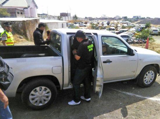 Policía recupera una camioneta