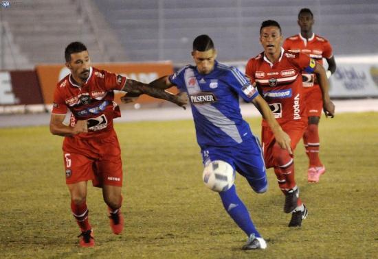 Emelec gana con gol de Mena a River Ecuador (1-0)