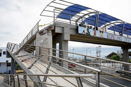Hay riesgo en puentes de Manta tras el 16A