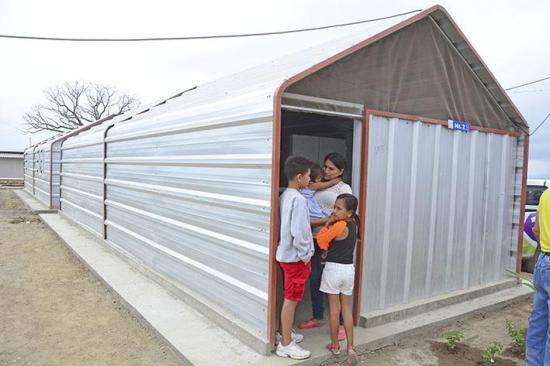 Empresa entrega casas temporales