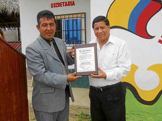 Alcalde recibe un reconocimiento