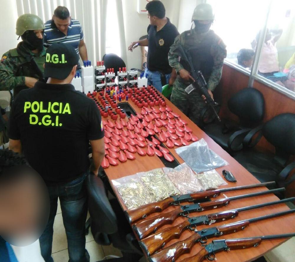 Decomisan armas y municiones