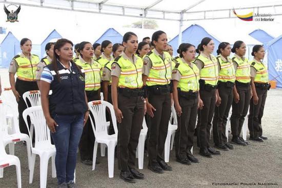 Policías reciben reconocimiento
