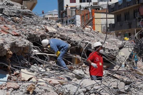 Cifran en 670 los fallecidos en terremoto de abril pasado en Ecuador