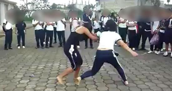 Investigan pelea de dos colegialas tras publicación de video