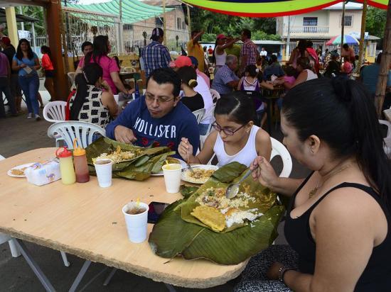 600 platos se vendieron en el festival Domingo Criollo en Estancia Vieja