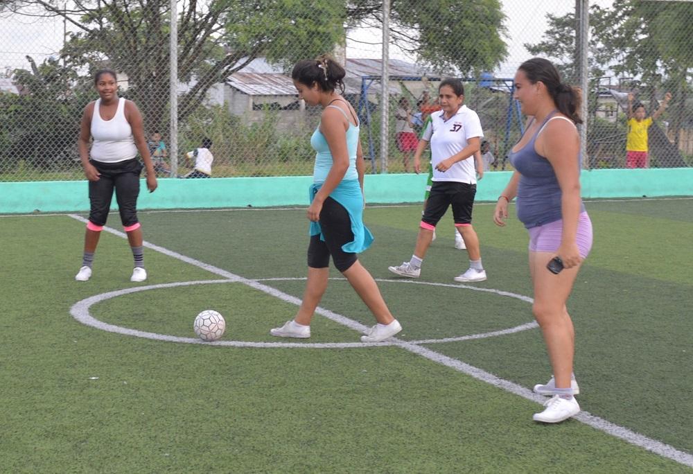 El fútbol los une