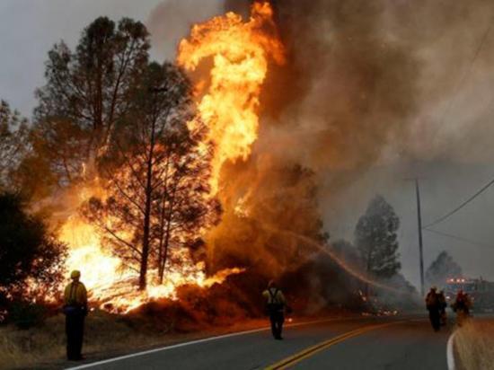 Incendio deja un muerto y 18 casas quemadas
