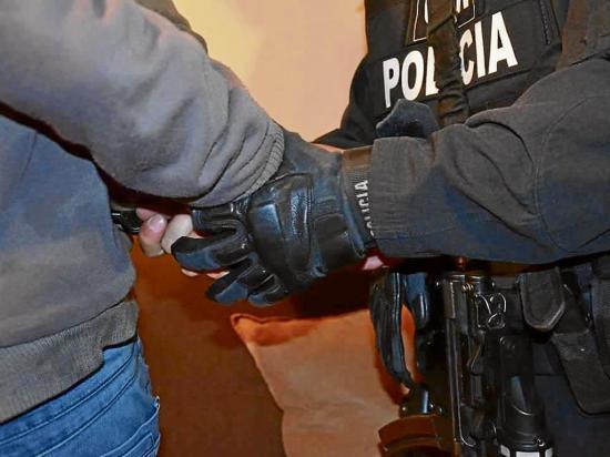 Policía trabaja para evitar el robo de enseres de casas